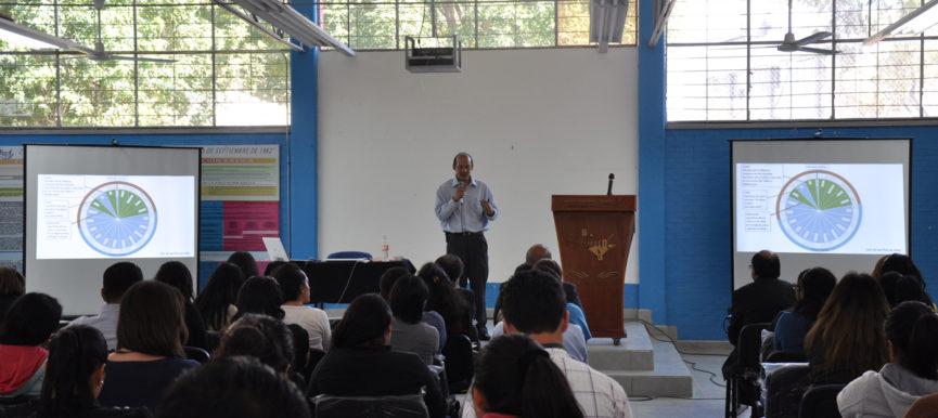 Dr. Alejandro Díaz Barriga Cuevas en la Conferencia – El sacrificio de niños en el México prehispánico